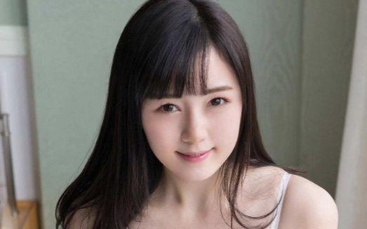 Nhiều người cho rằng Emiri Suzuhara - 鈴原エミリ hoàn toàn có thể vào showbiz với nhan sắc này